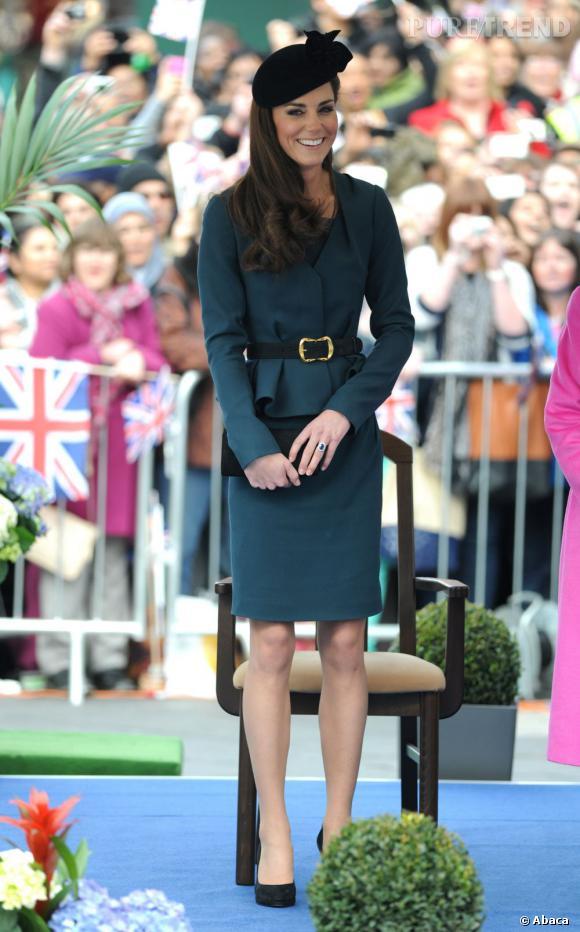 On garde Le peplum : idéale pour féminiser une silhouette, la coupe basque est un allier de choix pour marquer sa taille de guêpe comme Kate Middleton.