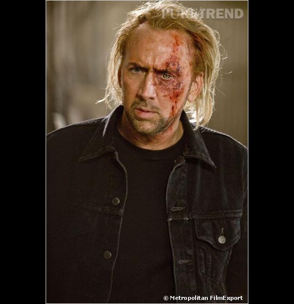 """Nicolas Cage et les flops capillaires au cinéma, c'est une grande histoire d'amour. Ses mèches blondes rejetées en arrière dans """"Hell Driver"""" n'en sont qu'un exemple parmi tant d'autres."""