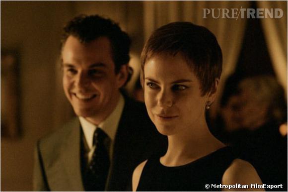 """Un petit flop capillaire pour Nicole Kidman dans """"Birth"""". La coupe garçonne, ça peut être joli. Sur elle, cela lui fait perdre pas mal de sex-appeal."""