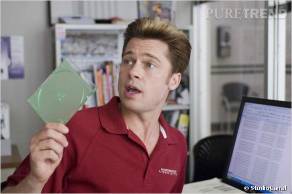 """Oui, il arrive à Brad Pitt de quitter son rôle de beau gosse à l'écran. Il en fait la preuve dans """"Burn After Reading"""", où son brushing doublé d'une coloration approximative nous laisse dubitatives."""