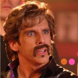 """Ben Stiller est connu pour ses looks beaufs au cinéma. Celui qui n'a pas peur du ridicule se coiffe d'un brushing digne de Ken dans """"Dodgeball"""". Et on ne parle même pas de la moustache."""