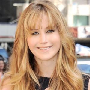Version blonde : plus naturelle, plus fraiche... C'est beaucoup mieux pour Jennifer Lawrence !