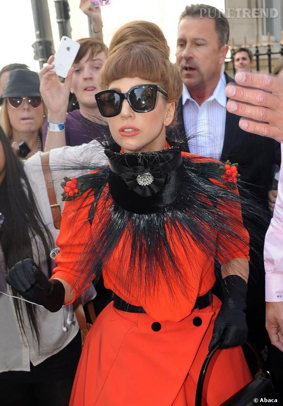 Lady Gaga avant de passer sous la tondeuse. On la préférait avec son chignon.