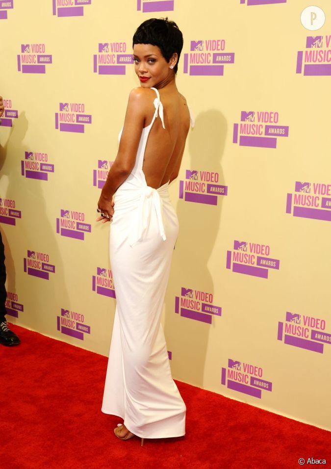 Rihanna je ne suis pas heureuse d 39 tre une taille z ro je suis all e trop loin je me - Rihanna poids taille ...