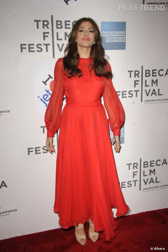 Cette année, on parie que Eva Mendes va craquer. L'actrice adore jouer sur la pudeur et porte souvent des robes longues et col roulé. Comme la silhouette Westwood ou ici Gucci !