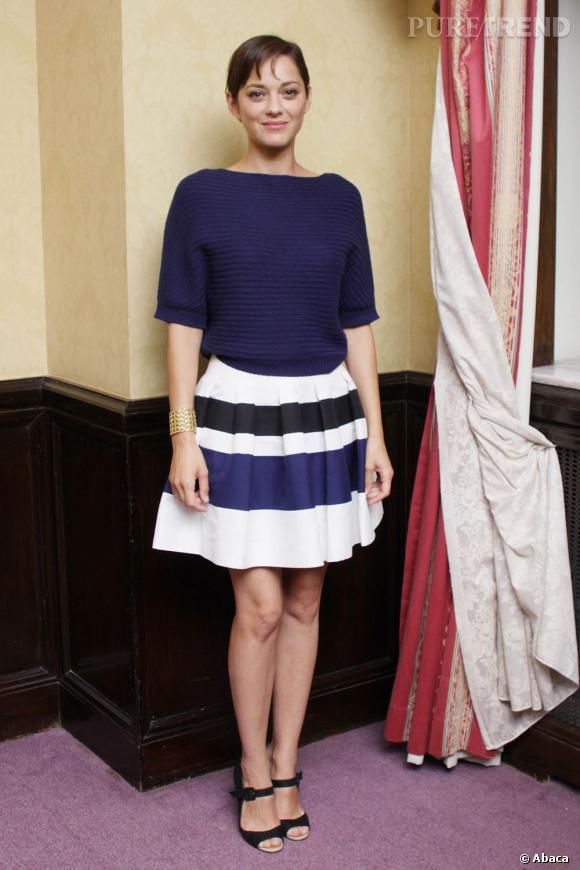 C'est Marion Cotillard ! Quand la belle ne choisit pas de porter du Christian Dior, elle nous étonne toujours.