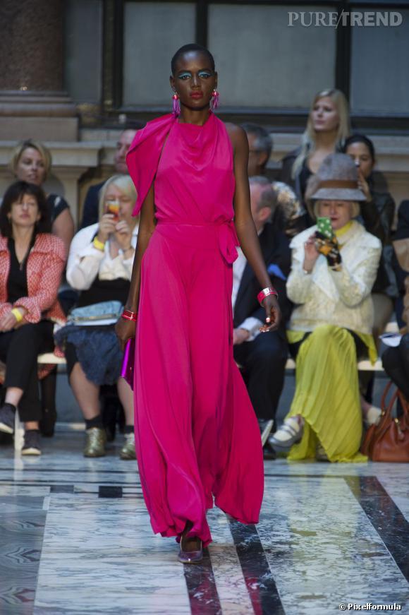 La marque :  Vivienne Westwood. Cette année beaucoup de stars nous ont étonnés en adoptant des silhouettes de la griffe, comme Eva Longoria.