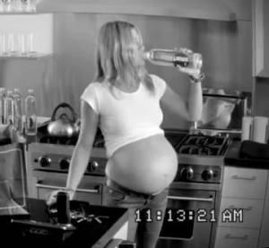 Jennifer Aniston, enceinte de triplés : toute la vérité révélée dans une pub !