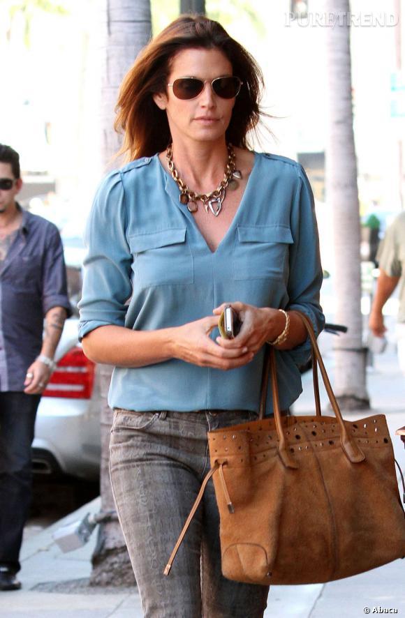 À 46 ans, Cindy Crawford prouve qu'elle est a encore la silhouette d'une top model et le bon goût d'une styliste fashion.