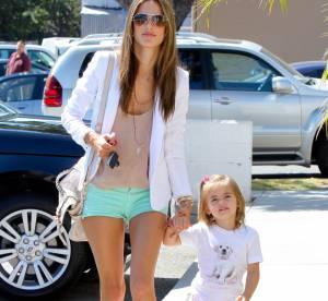 Alessandra Ambrosio : mini short et été indien pour la maman top model et sa fille