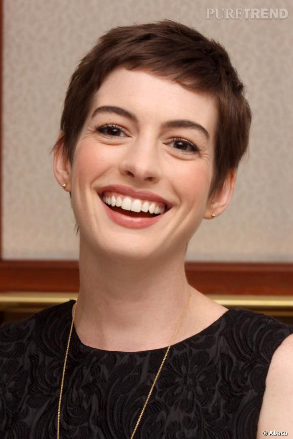 """Pour le film """"Les Misérables"""", Anne Hathaway n'a pas hésité à passer au court."""
