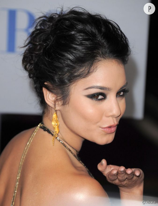 vanessa hudgens ne l sine par sur l 39 eyeliner elle le double d 39 un peu de fard paupi res noir. Black Bedroom Furniture Sets. Home Design Ideas