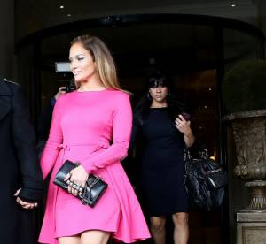 Jennifer Lopez, un bonbon sexy chez Valentino à Paris