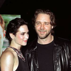2002 : Russell Crowe sort avec la belle Jennifer Connelly.