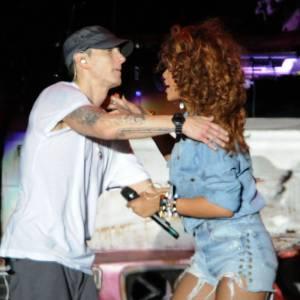 Eminem et Rihanna sur scène.
