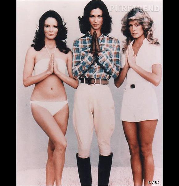 """À droite, Farah Fawcett, véritable sex symbol et actrice sexy dans """"Drôles de Dames""""."""