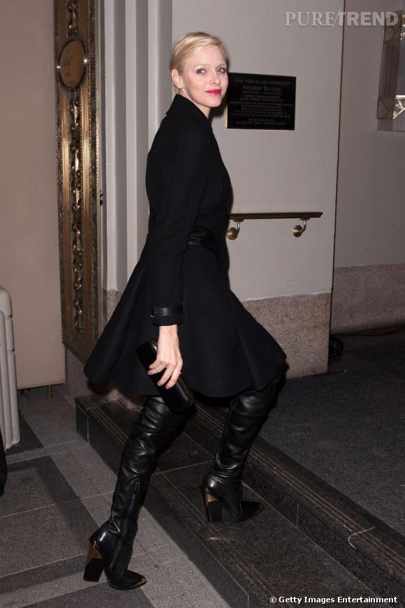 La Princesse Charlene de Monaco twiste l'étiquette en Versace.