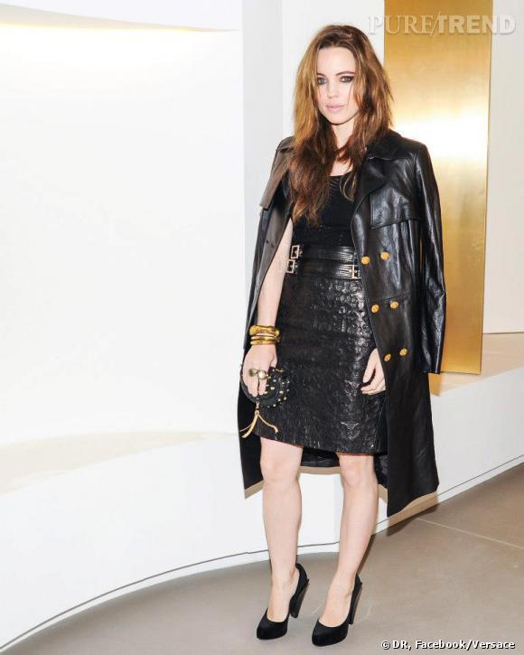 Melissa George ultra-sexy en total look Versace.
