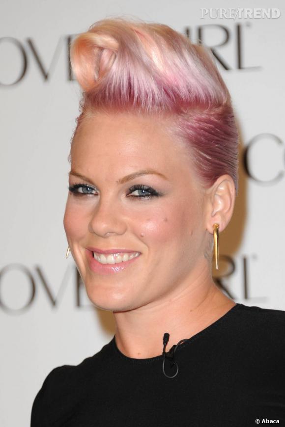Pink la revisite en blond platine et rose pour un look rock ultra girly !