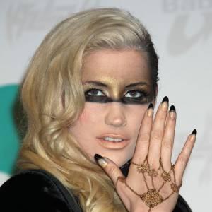 Le déguisement de Kesha ? Non, un simple look red carpet.