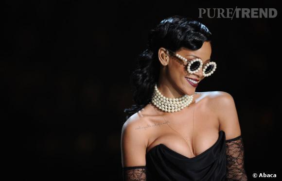 Venue chanter lors du défilé Victoria's Secret, Rihanna avait tout de la diva rétro, chevelure crantée à l'appui.