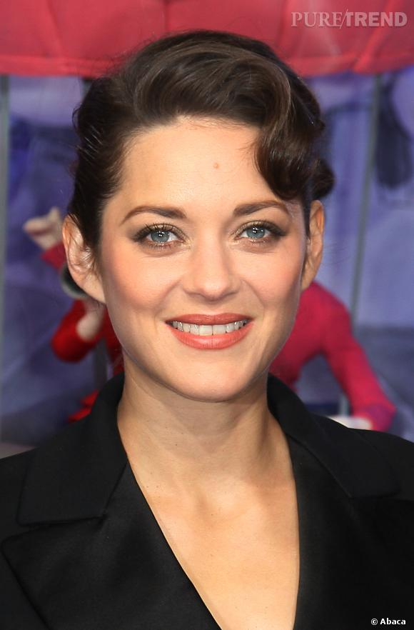 et marion cotillard de l 39 imiter avec un chignon au fini ann es 50 puretrend. Black Bedroom Furniture Sets. Home Design Ideas