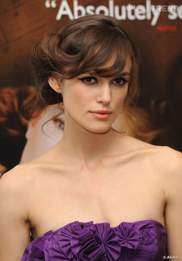 Pour un look romantique, Keira Knightley est adepte du chignon torsadé, délicat et élégant.