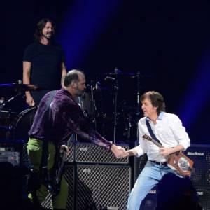 Nirvana se reforme le temps d'une soirée avec Paul McCartney à la place de Kurt Cobain.