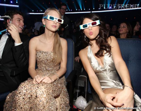 Taylors Swift et Selena Gomez bien assorties aux American Music Awards 2011.