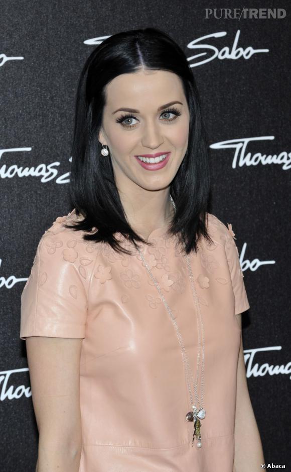 L'évolution capillaire de Katy Perry :  Voilà un look de petite fille sage qui ne ressemble pas vraiment à la chanteuse...