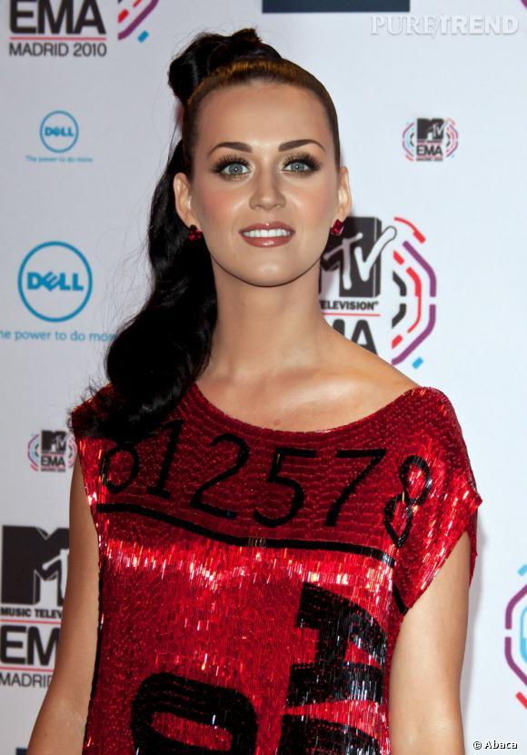 L'évolution capillaire de Katy Perry :  Katy Perry, sublime, avec sa queue de cheval haute.