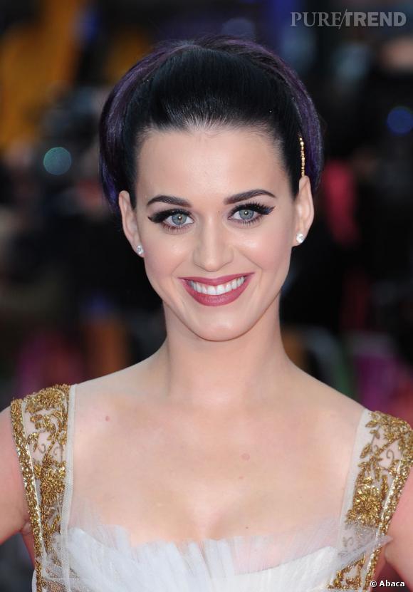 L'évolution capillaire de Katy Perry :  La chanteuse prouve aussi que le chignon lui va comme un gant.
