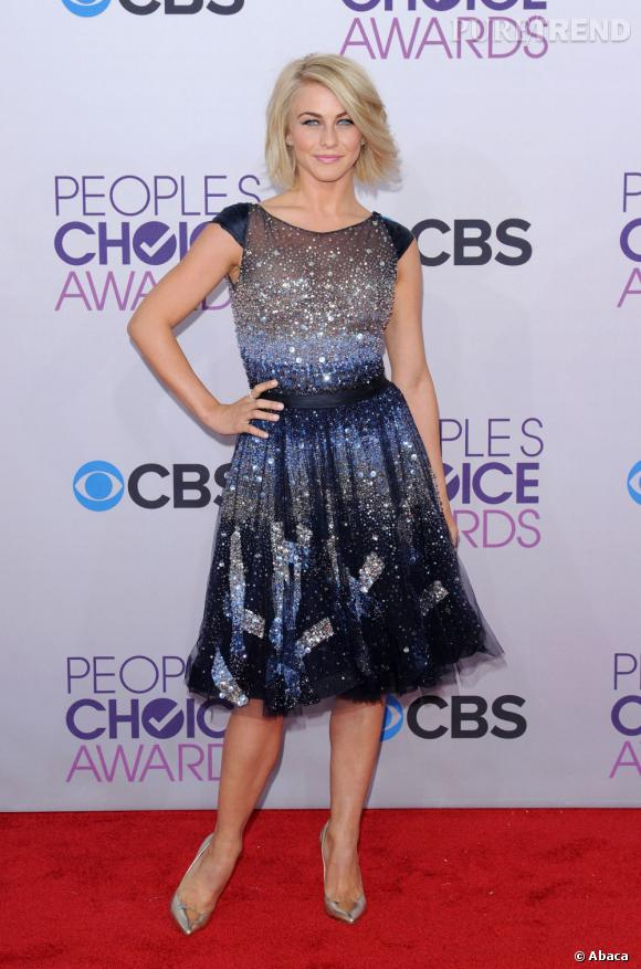 Julianne Hough aux People's Choice Awards 2013 en Tony Ward Couture.