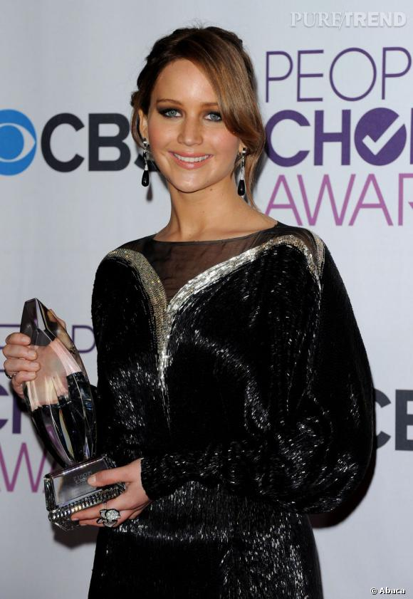 Jennifer Lawrence meilleure actrice aux People's Choice Awards 2013. Elle porte une robe Valentino Couture.