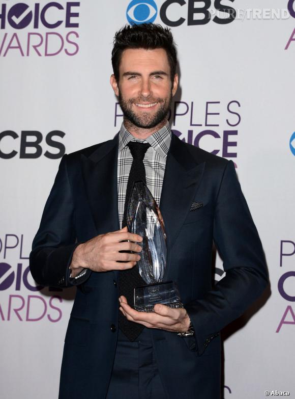Adam Levine, meilleur groupe de l'année avec Maroon 5 aux People's Choice Awards 2013;