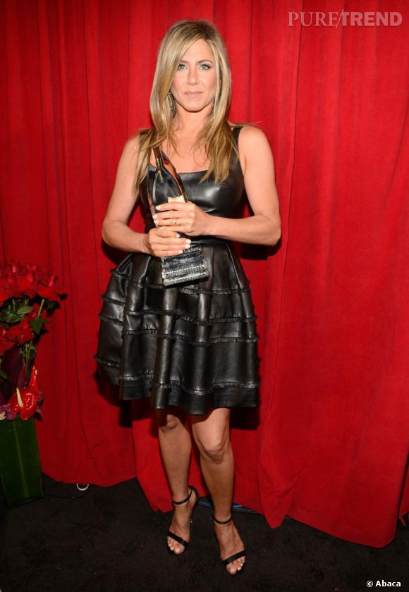 Jennifer Aniston meilleure actrice comique aux People's Choice Awards 2013. Elle porte une robe Christian Dior.
