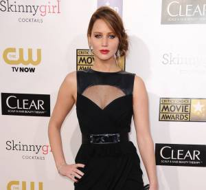 Jennifer Lawrence, Naomi Watts, Heidi Klum : show sexy aux Critics' et People's Choice Awards