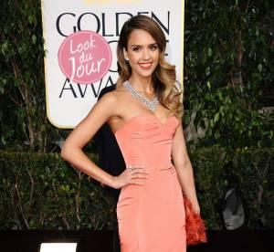 Jessica Alba : sirene sexy et corail des Golden Globes 2013