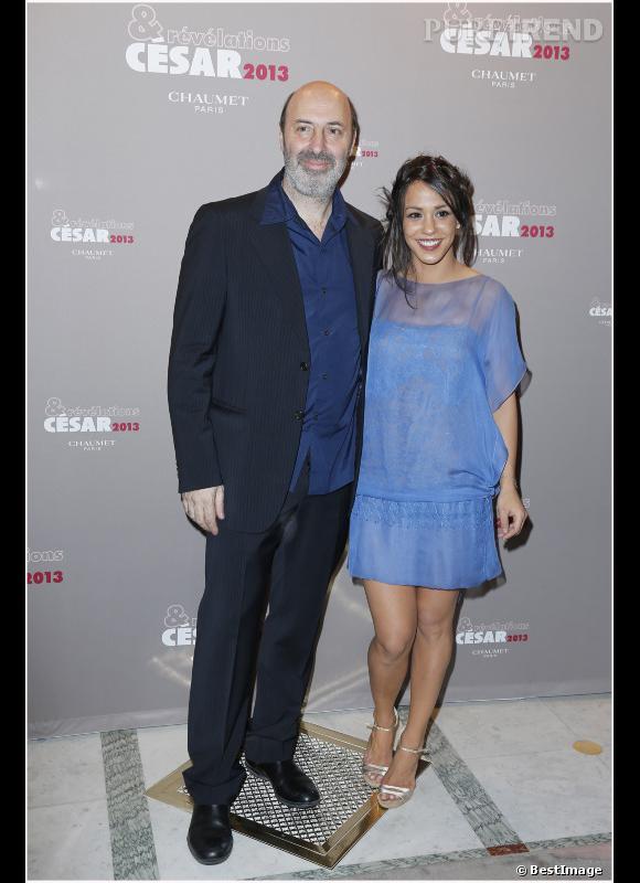 "Cedric Klapisch et Alice Belaidi (""Les Kaïras""). La robe bleue illumine parfaitement son teint."
