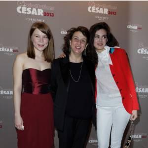 """India Hair (""""Camille Redouble"""") et Julia Faure (""""Camille Redouble""""), accompagnées de Noemie Lvovsky, la réalisatrice, au dîner des Révélations des César 2013."""