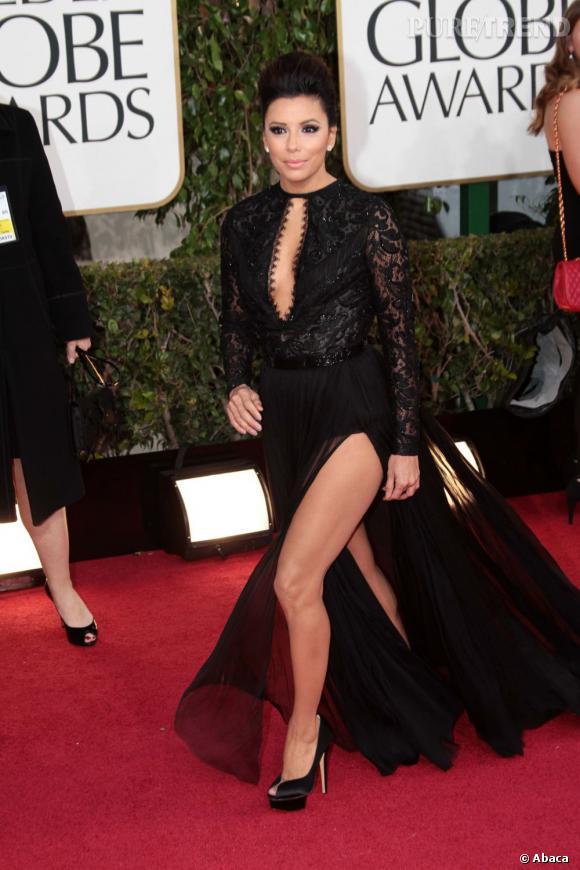 Eva Longoria se prend pour Angelina Jolie et s'offre un joli jeu de jambes aux Golden Globes 2013.
