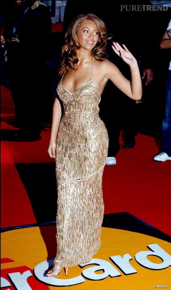 Beyoncé Knowles prend la pose aux Brit Awards en 2004.