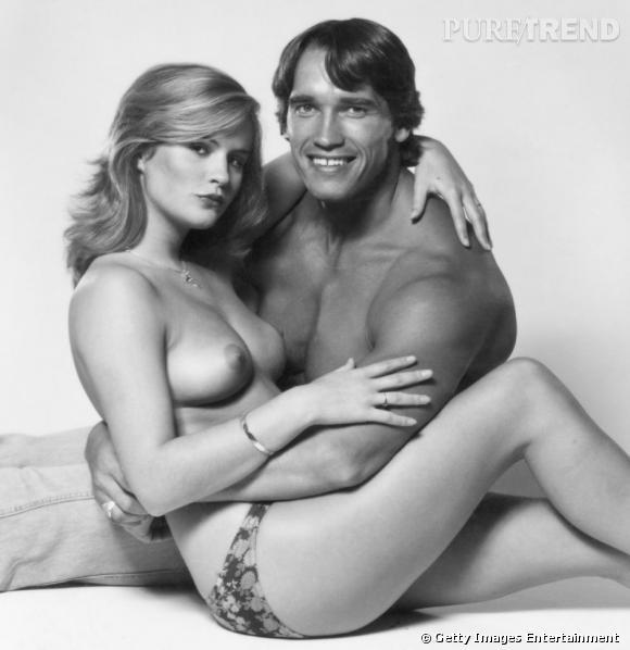 Arnold Schwarzenegger s'encanaille avec un mannequin.