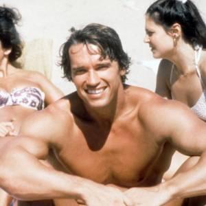Arnold Schwarzenegger toujours aussi bien entouré.