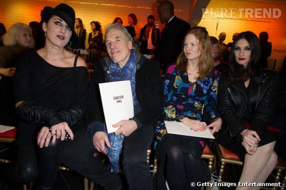 Rossy de Palma, Abel Ferrara, l'actrice Shanyn Leigh et Paz Vega au défilé Jean Paul Gaultier.