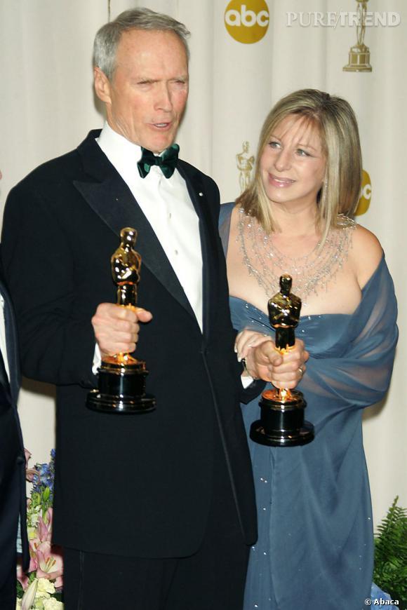 La chanteuse et actrice est une habituée des Oscars. Ici, elle participe à la cérémonie de 2005 avec Clint Eastwood.