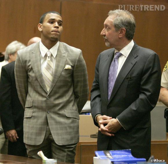 Chris Brown est accusé de ne pas avoir fait ses 180 jours d'intérêt général auxquels il a été condamné après son altercation avec Rihanna en 2009.