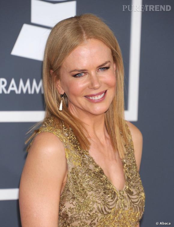 Nicole Kidman ne se met pas en valeur avec son brushing baguette sur une couleur qui manque cruellement de lumière.
