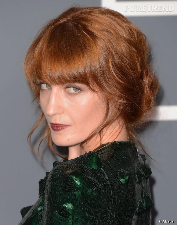Florence Welch n'innove pas avec ce chignon bohème et sa frange volumineuse.