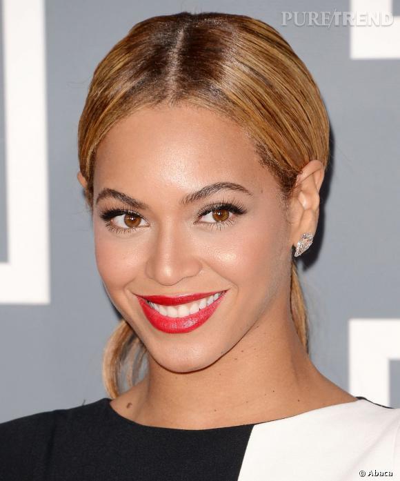 Beyoncé sait ce qui lui va. La queue de cheval basse et lisse en fait partie.